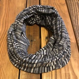 American Eagle black white striped infinity scarf